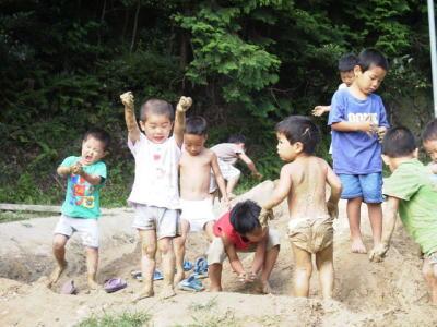 ももの木保育園の「あそぶ」とは?恵まれた大自然の中で刺激された子供は、自律神経がたくましく育ちます