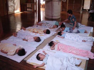 ももの木保育園の「ねる」とは?子供たちがガーガー寝ています(笑
